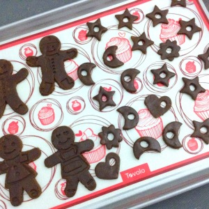 christmas-gingerbread-cookies-baking-tray