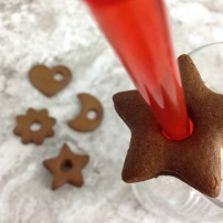 christmas-gingerbread-cookies-straw-and-cookies