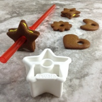 christmas-gingerbread-cookies-straw-cutter-cookies