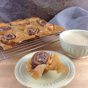 mini-pull-apart-gingerbread-rolls-with-coffee-450