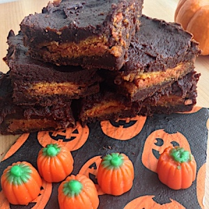 Three Ingredient Pumpkin Oreo Brownies 450