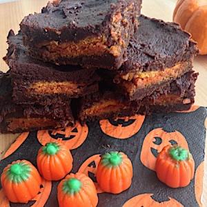 Three Ingredient Pumpkin Oreo Brownies 450