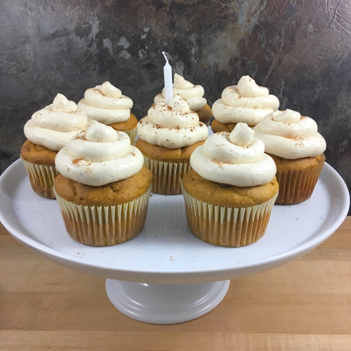 pumpkin_chai_spice_cupcakes_stand