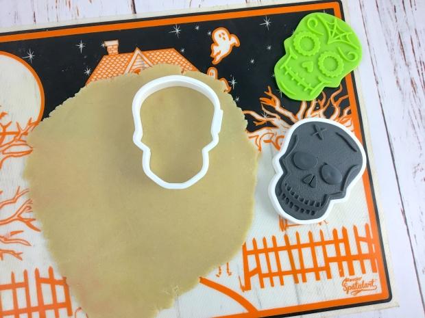 halloween_sugar_skull_cookies_cut