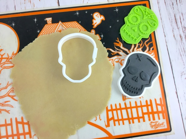 halloween_sugar_skull_cookies_cut