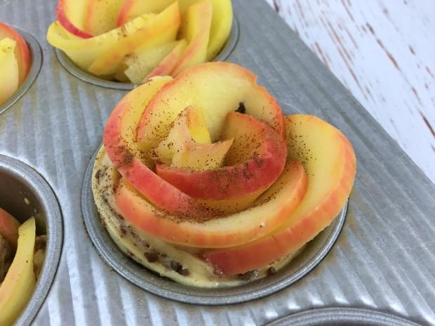apple_cinnamo_blossom_buns_tin
