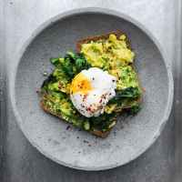 5 Delicious Ways To Crack Poached Eggs